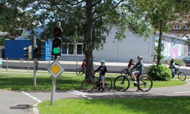 """Radfahrtraining als ausserschulisches Angebot für die 4. Klässler steht auf """"grün"""""""